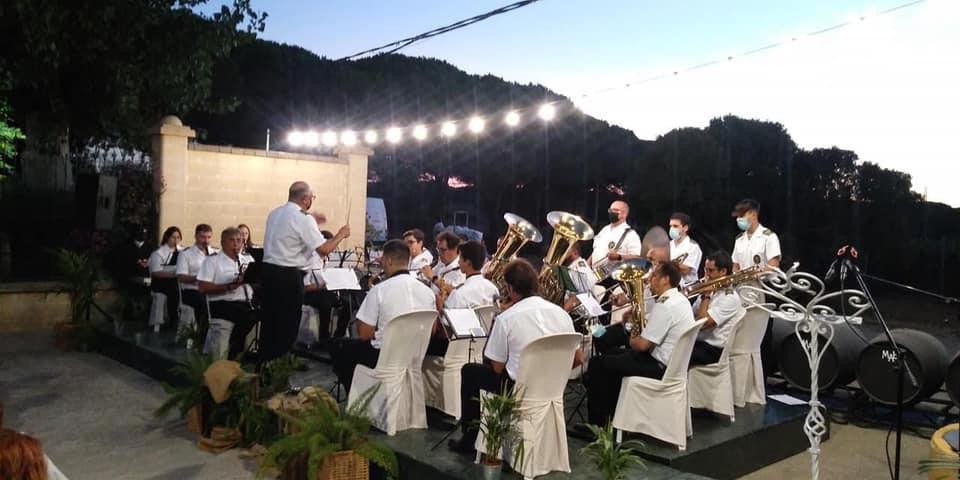 Chano Aragón con las partituras del pasodoble dedicado al Fino Granero