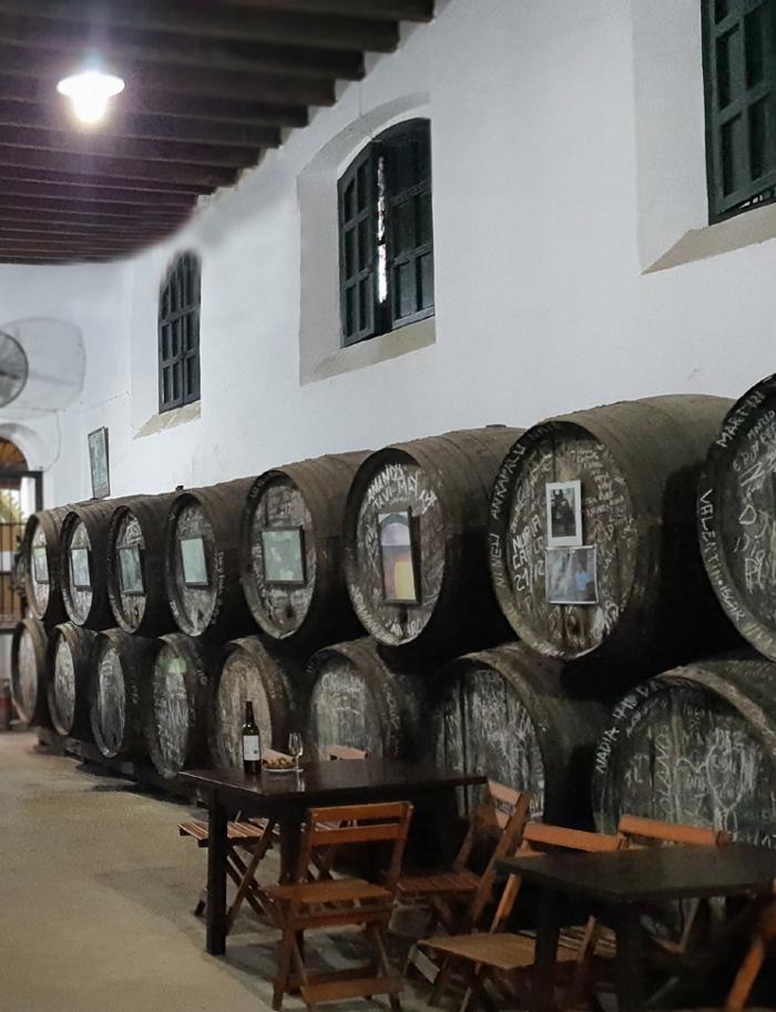 Botas de vino en la Bodega Manuel Aragón de la Calle Olivo en el Centro de Chiclana